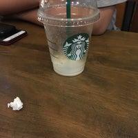 Foto tirada no(a) Starbucks por IG S. em 9/27/2017