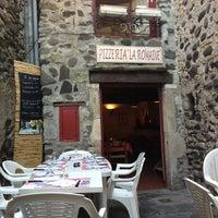Photo taken at Pizzeria La romaine by Hans D. on 8/9/2013