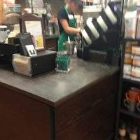 Foto tirada no(a) Starbucks por Jennifer R. em 7/2/2013