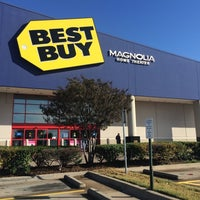 Photo taken at Best Buy by Xavier P. on 10/6/2014