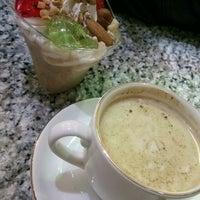 Photo taken at Farhad Ice Cream   آبمیوه بستنی فرهاد by Mehrnoosh D. on 1/11/2017