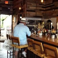 Photo prise au Sayra's Wine Bar par George L. le9/8/2013