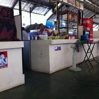 Photo taken at ศูนย์อาหารบัวขาว by yui b. on 5/20/2012