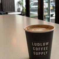 Foto tirada no(a) Ludlow Coffee Supply por Daniel H. em 3/4/2018