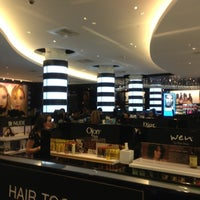Photo taken at SEPHORA by ishiemi _. on 5/30/2013