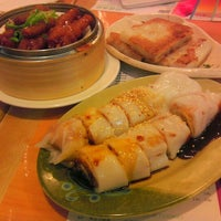 Photo taken at Sunway Restaurant 利苑食坊 by Patricia C. on 11/29/2012