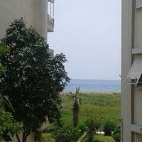 รูปภาพถ่ายที่ Ünlüselek Beach โดย Yiğit Eren Y. เมื่อ 6/8/2013