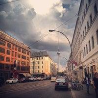 Das Foto wurde bei Rosenthaler Platz von Simon B. am 6/7/2013 aufgenommen