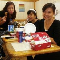 Photo taken at KFC by Eloi M. on 8/11/2013