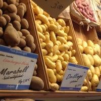 Photo taken at Markt am Carlsplatz by Robin G. on 1/18/2013