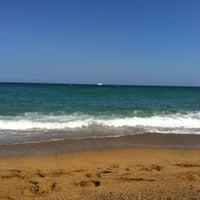 Foto tirada no(a) Praia da Barceloneta por ?????? ?. em 6/3/2013