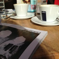 Das Foto wurde bei La Piazza Cafe Bar von Romina S. am 9/20/2013 aufgenommen