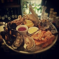 Photo taken at Wright Brothers Oyster & Porter House by Peter on 12/14/2012