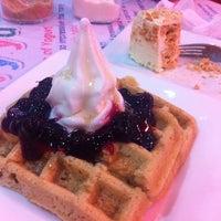 Foto diambil di Berry Yummy Italian Yogurt oleh Pat C. pada 5/29/2014