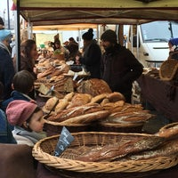 Photo taken at Marché des Chartrons by Ina J. on 1/29/2017