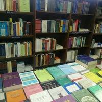 Photo taken at Librería Jurídica Expolibros by Maucsita on 4/29/2016