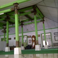 Photo taken at Masjid Besar Al-Izhar Kutoarjo by Priyambodo i. on 8/6/2013