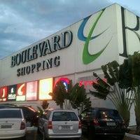 Foto tirada no(a) Boulevard Shopping por Sérgio L. em 7/12/2013