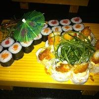 Foto tomada en Wazaaabi Sushi House por Eric F. el 7/10/2013