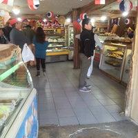 9/13/2014에 Cesar Z.님이 Panaderia Valentina에서 찍은 사진