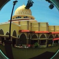 Photo taken at Masjid al-Khalifah by Nina on 4/14/2014