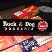 Foto tirada no(a) Rock & Dog Dogueria por Eduardo L. em 10/11/2013