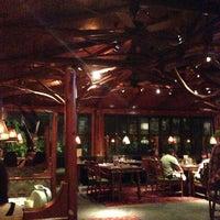 Das Foto wurde bei Clyde's Tower Oaks Lodge von Greg A. am 6/25/2013 aufgenommen