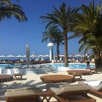 Foto tomada en Destino Pacha Ibiza Resort por Carole J. el 6/18/2013