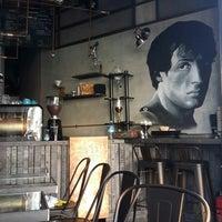 8/25/2014 tarihinde Anıl P.ziyaretçi tarafından Rafine Espresso Bar'de çekilen fotoğraf