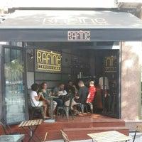 8/24/2014 tarihinde Anıl P.ziyaretçi tarafından Rafine Espresso Bar'de çekilen fotoğraf