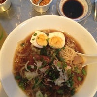 Photo taken at Uma Uma Japanese Kitchen by Rizzy :. on 5/25/2013