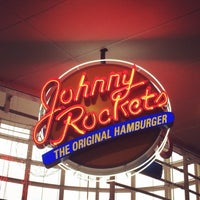 Photo taken at Johnny Rockets by Nicolli S. on 3/28/2014