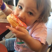 Foto diambil di Dunkin Donuts oleh Anna P. pada 5/5/2016