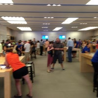 Photo taken at Apple La Cantera by Roberto M. on 7/7/2013