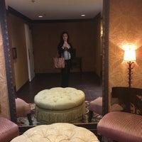 Photo taken at Renaissance Concierge Lounge by Biba⚡️Billie ✨. on 10/12/2016