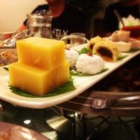 Photo taken at 花家怡园 Hua's Restaurant by Namikawa M. on 8/25/2013