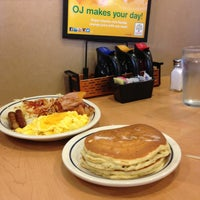 Photo taken at IHOP by Tee H. on 5/17/2013