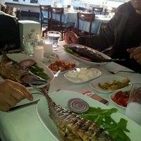 10/6/2013 tarihinde Gültekin Y.ziyaretçi tarafından Cunda Sahil Restaurant'de çekilen fotoğraf