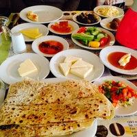 Das Foto wurde bei Köyüm Bahçe Restaurant von Halil Ş. am 12/28/2014 aufgenommen