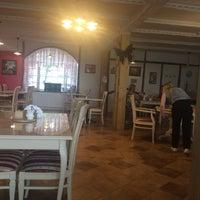 """รูปภาพถ่ายที่ гостиница и ресторан """"Остров-Парк"""" โดย Pavel Y. เมื่อ 8/13/2017"""