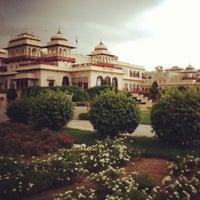 7/26/2013 tarihinde Vidhi D.ziyaretçi tarafından Rambagh Palace Hotel'de çekilen fotoğraf