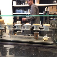 Foto scattata a Blue Bottle Coffee da Алексей З. il 8/4/2015