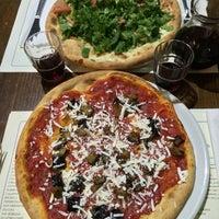 Foto scattata a Pizzeria Via Coppola da Eclo il 8/6/2014