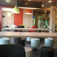 Снимок сделан в McDonald's пользователем Serhiy Y. 7/20/2013