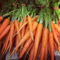 Photo prise au Logan Square Farmers Market par Emilee W. le6/30/2013
