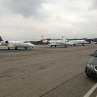 Das Foto wurde bei Executive Air Terminal (CRW) von ryan w. am 12/21/2012 aufgenommen