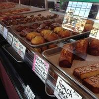 Foto tirada no(a) Fuji Bakery por Wendy M. em 7/24/2013
