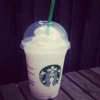 รูปภาพถ่ายที่ Starbucks โดย Jonathan Y. เมื่อ 6/26/2013