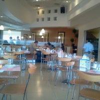 Foto tomada en Madero Restaurant-Café por Cris G. el 6/21/2013