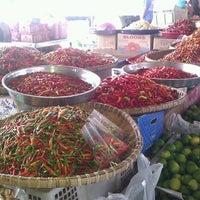 Photo taken at Bundusan Fruit & Vege Wholesale Market by SabahBah on 11/9/2013